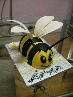 Cute! BumbleBee cake