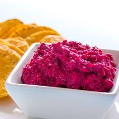 Chutná pochoutka z často opomíjené červené řepy. Dip je skvělý na pečivu, s kukuřičnými lupínky nachos nebo zeleninovými hranolkami. Tento pokrm neobsahuje prakticky žádné alergeny, je proto vhodný pro naprostou většinu dietních omezení