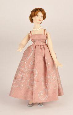 Make a pretty ballgown - Dolls House Magazine: 1) http://www.craftsinstitute.com/dolls-house/projects/fashion/make-a-pretty-ballgown.aspx 2) http://www.craftsinstitute.com/media/41251/Ballgown.pdf