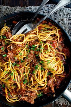 Beef Ragu Pasta Sauce - a classic Italian dish with deep, rich flavours. Fast prep, slow cook, made with pantry ingredients! Use the broth/water option; serves 10 (with cup cooked Phase 3 pasta ea(Slow Cooker Rice Recipes) Ragu Pasta Sauce, Beef Pasta, Ravioli Sauce, Slow Cooker Recipes, Crockpot Recipes, Cooking Recipes, Pasta Recipes, Cooking Beef, Italian Cooking