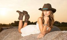 There is a right way and a wrong way to do short boots: http://www.countryoutfitter.com/style/short-boots-2/?lhb=style