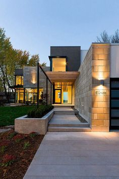 Contemporary house exterior architecture - Entrance, bonus room, ext. living/dining (from the front)