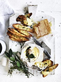 Cute Food, Good Food, Yummy Food, Charcuterie, Picnic Dinner, Food Photography Tips, Recipes From Heaven, Food Blogs, Queso