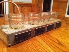 Brilliant Rustic Beer Flight idea from DIYDiva.net using mason jars and barn wood.