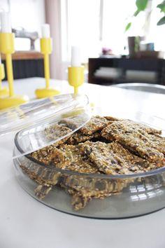 Itsetehty siemennäkkäri / Home made crispbread Croissant, Koti, Healthy Recipes, Healthy Food, Cereal, Beef, Homemade, Baking, Breakfast