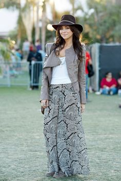 Coachella Fashion Close-up! What To Wear To The Festival? Grunge & Boho-chic Looks & Styles… Maxi Outfits, Boho Outfits, Outfits With Hats, Fashion Outfits, Maxi Dresses, Skirt Fashion, Boho Fashion, Autumn Fashion, Fashion Design