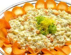 Salada de Maionese: - 01kg de batatas 01 cenoura grande 01 maçã vermelha 01 lata de ervilha 01 lata de milho verde 03 pepinos 150g de batata palha 250g de maionese