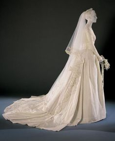 1956 America Grace Kelly S Wedding Dress And Accessories By Helen Rose Made The Wardrobe Department Of Metro Goldwyn Mayer Silk Needle Lac
