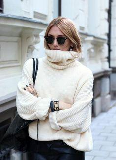 Le pull col roulé femme - 71 tenues qui nous réchauffent cet hiver -  Archzine.fr acce80048b13