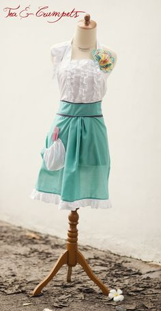 Ohhhh, I love this apron.  Perhaps it is time to pull out my sewing machine.
