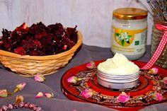 Tělové máslo s jasmínem | Žijeme homemade Pudding, Homemade, Desserts, Food, Turmeric, Tailgate Desserts, Deserts, Home Made, Custard Pudding