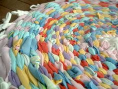 T-shirt Rag Rug using a Hula Hoop from Family Fun Magazine ~ * THE COUNTRY CHIC COTTAGE (DIY, Home Decor, Crafts, Farmhouse)