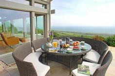 cozy circular dining table!