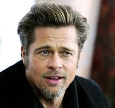 Brad Pitt is sporting a strange new look, and the Internet's not sure if it suits him! Cool Haircuts, Hairstyles Haircuts, Haircuts For Men, Wedding Hairstyles, Robin Givens, Brad Pitt Haarschnitt, Jennifer Aniston, Angelina Jolie, Catherine Lara