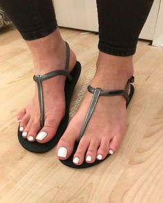 121.7k Followers, 1,395 Following, 16.3k Posts - See Instagram photos and videos from Pic ⬆️ ❤️Lola❤️ 💯📸QUALITY📸💯 (@feetoftheeworld) Sexy Sandals, Bare Foot Sandals, Flat Sandals, White Toes, Foot Toe, Beautiful Toes, Sexy Toes, Womens Flip Flops, Women's Feet