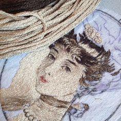 Поль Сезар Элле #процесс #портрет #вышитыйпортрет #графика #кулон #вышивка #ручнаяработа #гладь #рукоделие #мастерство #старинный #живописьиголкой #графика #дама #искусство #art #portrait #embroidery #handmade #handembroidery Types Of Embroidery, Diy Makeup, Stitch, Sewing, Human Faces, Fabric, Portraits, Style, Painting On Fabric
