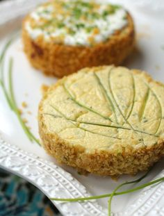 Sour Cream Chives Cheesecake with Potato Chip Crust Savory Cheesecake crusted with potato chips.Savory Cheesecake crusted with potato chips. Savory Cheesecake, Cheesecake Recipes, Appetizers For Party, Appetizer Recipes, Vegetarian Appetizers, Cheesecakes, Savory Tart, Sandwiches, Appetisers