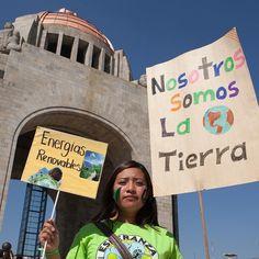 Cuál fue tu #MarchaPorElClima favorita?  Esta es en #Mexico.  Más de 500 mil personas se movilizaron por el clima antes de la #COP21 en más de 2000 eventos en cientos de países. ELEGÍ la que más te gustó  #CambioClimatico #ClimateMarch by greenpeacearg