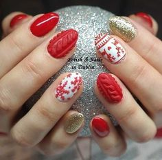 The important thing is you can find the perfect Christmas nail art design that you are looking for and that you can recreate it on your own nails just in time for the Christmas celebration. Cute Christmas Nails, Christmas Nail Art Designs, Holiday Nail Art, Xmas Nails, Best Nail Art Designs, Beautiful Nail Designs, Simple Christmas, Plaid Nails, Sweater Nails
