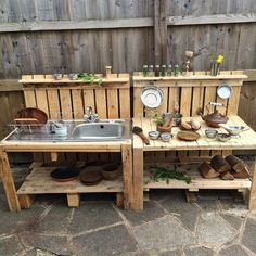 New diy kids outdoor play area ideas pallets mud kitchen ideas Outdoor Play Spaces, Kids Outdoor Play, Backyard Play, Outdoor Fun, Diy Mud Kitchen, Outdoor Kitchen Design, Kitchen Ideas, Kitchen Designs, Kitchen Pictures