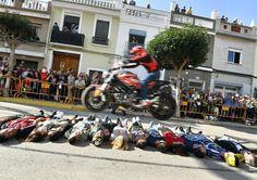 Espectacular Matinal motera ayer en Cullera - Valencia!! Enhorabuena y millones de gracias a todos los amigos de la falla y del Motoclub Cullera por la organización y a todos los que habéis estado ahí viviéndola en primera persona disfrutándola al máximo y animando a tope para hacer que cada momento fuese mágico vosotros sois lo más!  Amazing morning motards meeting at Cullera - Valencia - Spain!! #motoclubcullera #espectaculo #stuntshow #motorcycle #motor #motorshow #fallas #matinal…