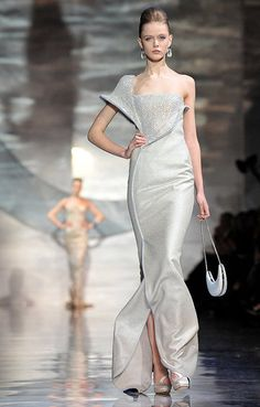 Giorgio Armani Prive Spring 2010 Haute Couture. OMG! What a gorgeous dress!