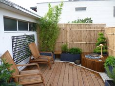 bambus stangen balkon sichtschutz ideen zen wasserspiel