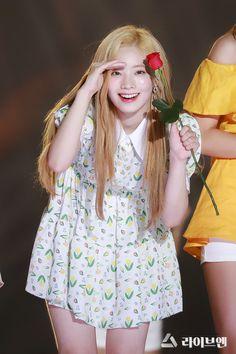 Dahyun-Twice 180801 Korea Music Festival Cute Girl Pic, Cool Girl, Nayeon, South Korean Girls, Korean Girl Groups, Mbti Type, Twice Dahyun, Cosplay, Dance The Night Away
