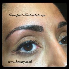 Heeft u ook te veel gepileerd en bijna geen wenkbrauwen meer over? Met permanente make-up kunnen we u wenkbrauwen weer mooi vol maken. Kijk voor meer informatie op : http://www.beautyvit.nl/Specials/Permanente-make-up/