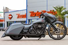 "Racing Cafè: Harley Street Glide ""Grey Eagle"" by Thunderbike"
