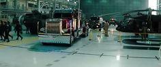 Optimus Prime en su modelo alterno de camión. Descansa en su lugar,dentro de la base NEST #Transfomers #Autobots