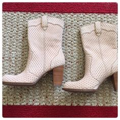 🆕 BORN croc leather boots Light beige croc leather boots. Size 6.5. Brand new. Retails over $200! Born Shoes