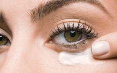 Aplica bicarbonato de sódio na região abaixo dos olhos e algo inacreditável acontece! Aprende a receita e faz hoje mesmo.