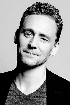 Tom Hiddleston photographed by Yu Tsai at the Toronto International Film Festival for Variety on September 12, 2015. Full size image: http://ww3.sinaimg.cn/large/6e14d388gw1f0z5k20gezj211z1kw4id.jpg .Source: Torrilla, Weibo