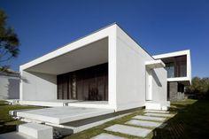 Troia Peninsula House in Grándola, Portugal by Quadrante Arquitectura