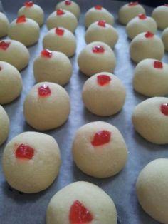 Biskut Suji (Semolina Biscuit)