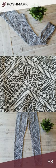 Hollister leggings Super cute and comfy white and black design Hollister leggings, hardly worn, perfect condition Hollister Pants Leggings