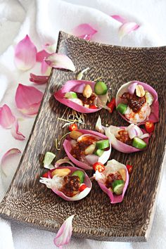 Edible flowers - Pomelo-Shrimp One-Bite Salad in Lotus Petals. Lotus in Thai Cuisine and Culture Thai Recipes, Asian Recipes, Thai Appetizer, Bon Ap, Thai Cooking, Cooking Beets, Cooking Fish, World's Best Food, Thai Dessert