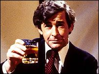 Dave Allen - beloved comedian who often performed with a glass of whiskey. Glass got fuller as show progressed,lol!