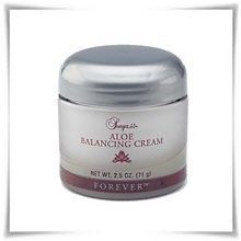 Aloe Balancing Cream from Forever Living Products. Contains aloe, HA, vitamin E plus revitalising extracts and advanced moisturisers Gel Aloe, Aloe Vera Gel, Forever Living Aloe Vera, Forever Aloe, Natural Exfoliant, Homemade Facials, Forever Living Products, Face Skin Care, Hair Care Tips