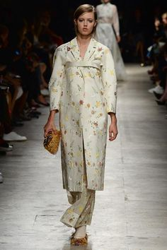 Rochas Spring 2015. See the collection on Vogue.com. Possibly based on Korean Hanbok?