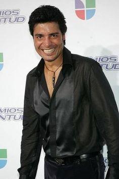 HOLAAA!!! <BR> <BR>COMO ESTAN?? ESPERO QUE TODO BIEN!! <BR> <BR> <BR>AQUI DEJO UNA FOTO DE MI HERMOSO CHAY. <BR> <BR>AHI ESTABA EN UNA CONFERENCIA Y ENTREVISTANDO. <BR> <BR>SE VE MUY CONTENTO,SEXY Y GAUPO!!!! <BR> <BR>ME FASCINA SU SONRISA,SUS OJOS,SU CUERPO,SU VOZ,COMO BAILA,LAS CANCIONES Y ETC. <BR> <BR>COMO AMO ESE HOMBRE TAN HUMILDEEE!!! <BR> <BR>ESPERO QUE LE GUSTEN MUCHO.. ME VOY LLENDO RAPIDITO. <