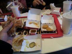 1 Big Mac, 1 McChicken, Chicken Nuggets, mittlere Pommes Frites, Fanta 0,4
