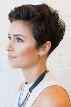 Styling Short Pixie Haircuts With Hair Products #pixiehairstyles #pixiecut #shorthair #shortpixie #brunettehair