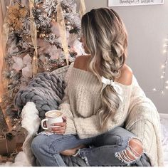 Braids make hair grow. So we think it's thanks to the braids! Mode Outfits, Fall Outfits, Fashion Outfits, Aesthetic Hair, Jolie Photo, Girl Photography Poses, Girl Photos, Cool Hairstyles, Hair Beauty