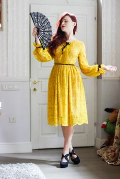 Yellow lace dress Yellow Lace Dresses, Pretty Dresses, Chic Outfits, Fall Outfits, Jennifer Lawrence, Sophisticated Style, Celebrity Style, Street Wear, Classy