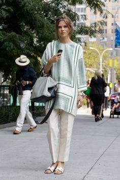 Het Deense model Caroline Brasch Nielsen in een top van Céline en sandalen van Hermès.