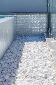 Swimming Pool Tiles, Swimming Pool Landscaping, Swiming Pool, Swimming Pool Designs, Spool Pool, Arizona Pools, Small Pool Design, Beverly Hills Houses, White Russian