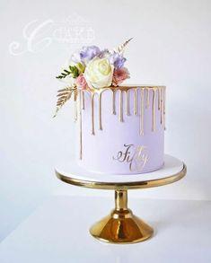 Bolos para Festa de Ano Novo 50th Birthday Cake For Mom, Purple Birthday Cakes, Birthday Cake Designs, 80th Birthday, 25th Birthday Ideas For Her, 30th Birthday Party For Her, Grandma Birthday Cakes, Birthday Drip Cake, Elegant Birthday Cakes