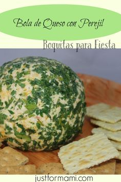 Ingredientes:   2 quesos crema (8 oz. c/u 1 taza de queso cheddar rallado 1 cucharada de salsa con sabor ahumado 2 cucharadas de cebolla picada 2 cucharadas de pimiento rojo picado 1/3 taza de perejil finamente picado